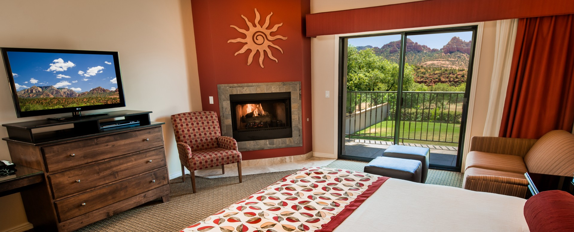 Best Western Plus Arroyo Roble Hotel - Guestroom with fireplace