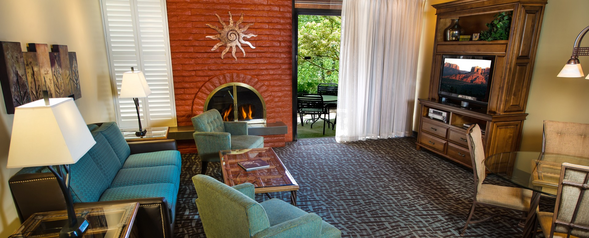 Best Western Plus Arroyo Roble Hotel - Villa Livingroom